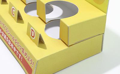 コンビニやスーパーで開催するプレゼントキャンペーンで商品を展示する什器