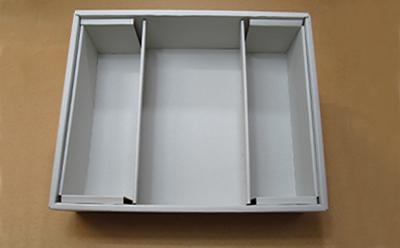 自由に組み合わせを変えられるゲス・仕切りのある箱です。