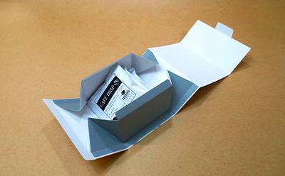 コーヒーパックやお菓子を入れる個装箱です。
