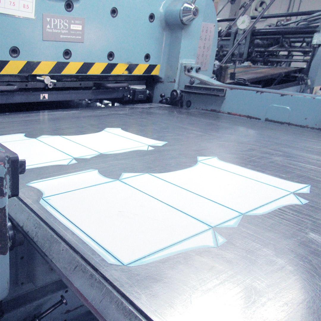 箱の紙に罫線を入れるための版で、面や面板と呼ばれます。